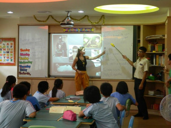 Annabelle Royer, '13, Fulbright Teaching Assistant in Taiwan for AY 2013-14 teaching her students in how to read English