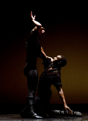 Choreography by Lar Lubovitch, Photo by Eduardo Patino